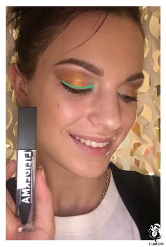 Application du trait d'eyeliner - Maquillage de fêtes pour les yeux - Cosmétiques naturels fabriqués en France non testés sur les animaux - LILIDERMA